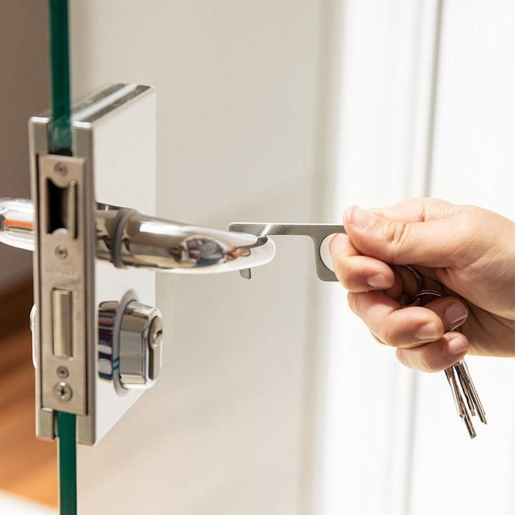 Un prte clés qui vous evite de toucher des surfaces